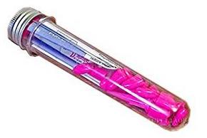 Protege griffes roses pour chien dans un tube